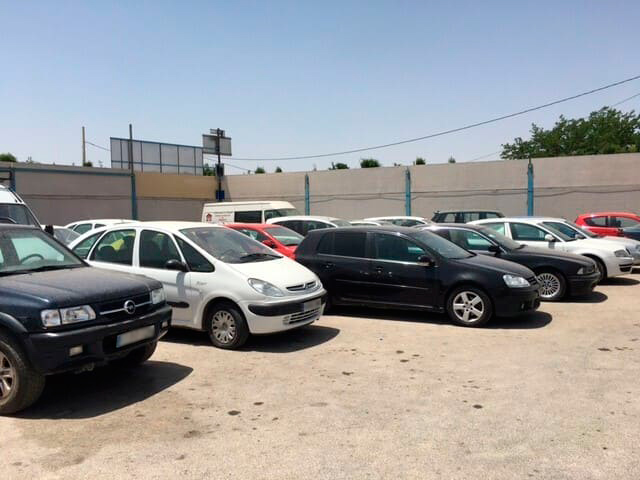 Vehículos estacionados en desguaces de Albacete capital