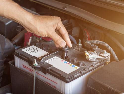¿Cómo cambiar una batería de coche?