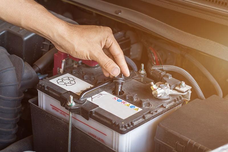 cambiar la batería del coche | Desguaces Albacete